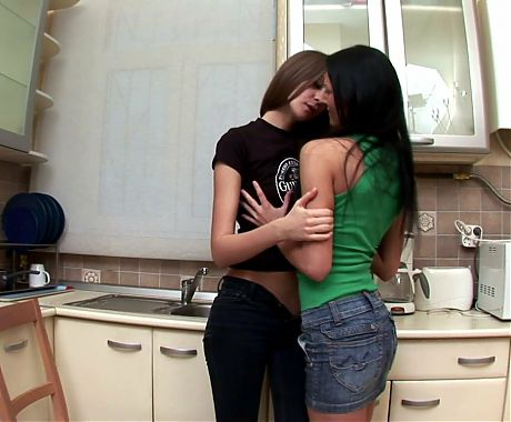 Lesbian 19 years old loves use strap-on to screw